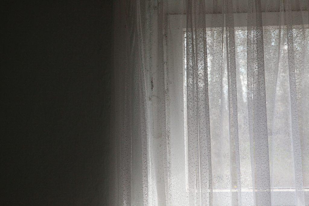 "past is a virtual reality, ""lena maroa loose"", ""lena loose"" fotografie brandenburg, fenster vorhang"